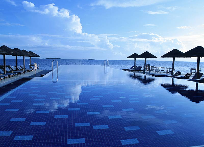 Maldives infinity pool Package Holidays